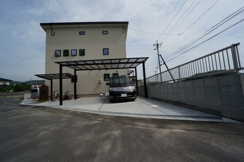 岡山市 カーポート テラス屋根 自転車置き場 土間コンクリート アプローチ