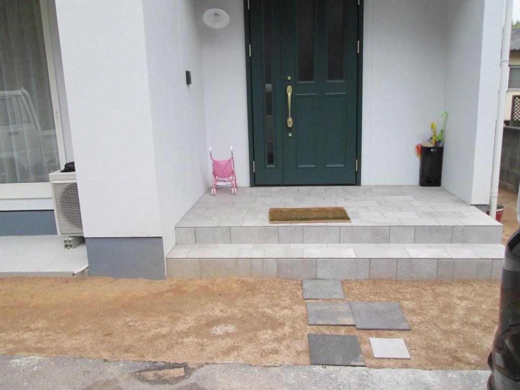 施工前の玄関前です