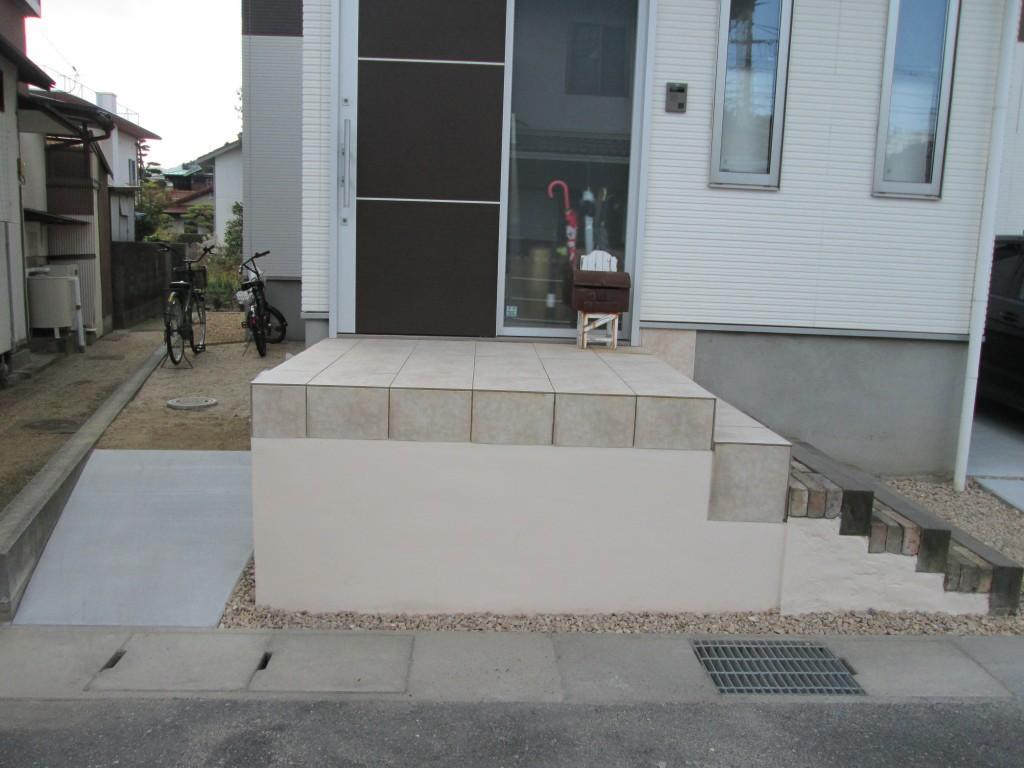 タイルを張った階段を施工♪