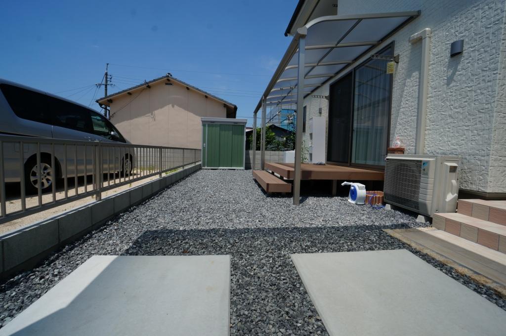 岡山市 物置設置&砕石敷き工事